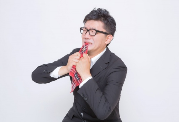 https---www.pakutaso.com-assets_c-2015-05-OZPA_hankachikandekuyashigaru-thumb-1000xauto-15753