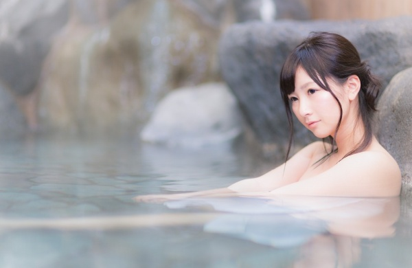 https---www.pakutaso.com-assets_c-2015-05-HOTE86_yubunenitukaru15104832-thumb-1000xauto-14692
