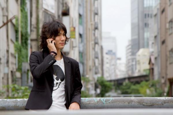 bsN612_shibuyagawadedenwasuruikemen. 男の旅行ファッション