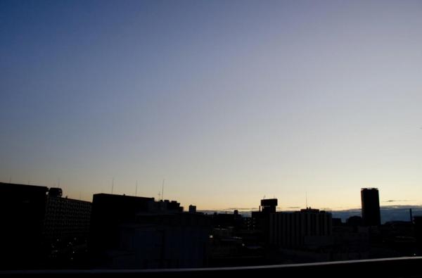 目覚め前(日が昇る)|フリー写真素材・無料ダウンロード-ぱくたそ